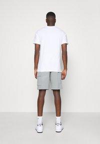 Nike Sportswear - CLUB CARGO - Teplákové kalhoty - dark grey heather - 2