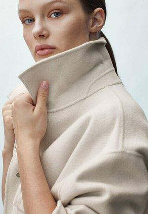 HANDMADE MIT TASCHEN  - Short coat - beige