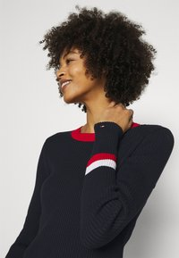 Tommy Hilfiger - WARM GLOBAL STRIPE - Jumper - desert sky - 3