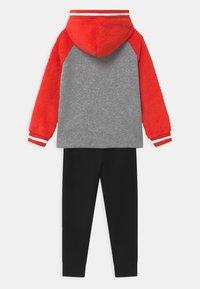 Nike Sportswear - ZIG/ZAG SET - Chándal - black - 1