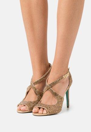 SAGE - Sandały na obcasie - gold