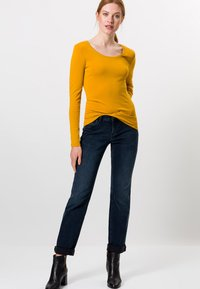 zero - MIT RUNDHALSAUSCHNITT - Long sleeved top - saffron
