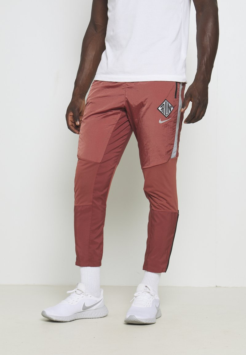 Nike Performance - ELITE PANT - Tracksuit bottoms - claystone red/reflective silver