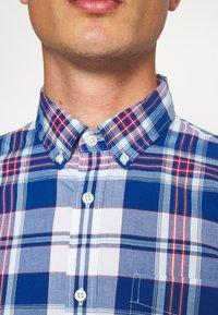 GAP - POPLIN SHIRTS - Shirt - plaid baltic blue - 5