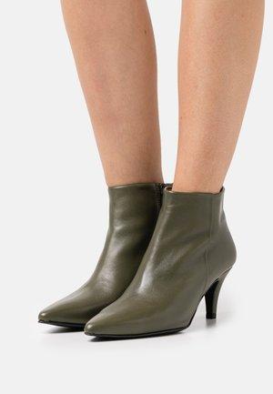 Korte laarzen - kaki