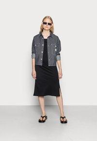 Noisy May - NMMAYDEN 2/4 DRESS NOOS - Denní šaty - black - 2