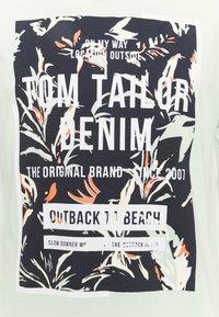 TOM TAILOR DENIM - Print T-shirt - smooth green - 2