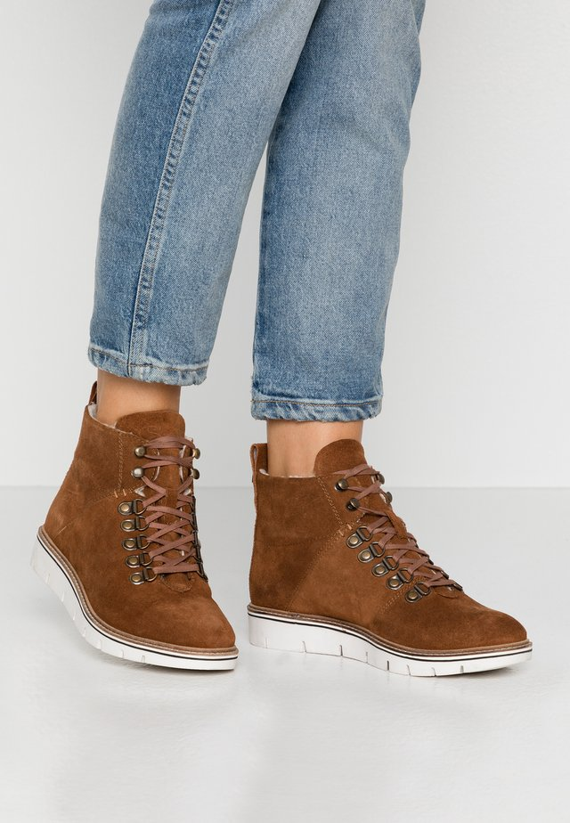STUDIO HIKER  - Ankle boot - caramel café