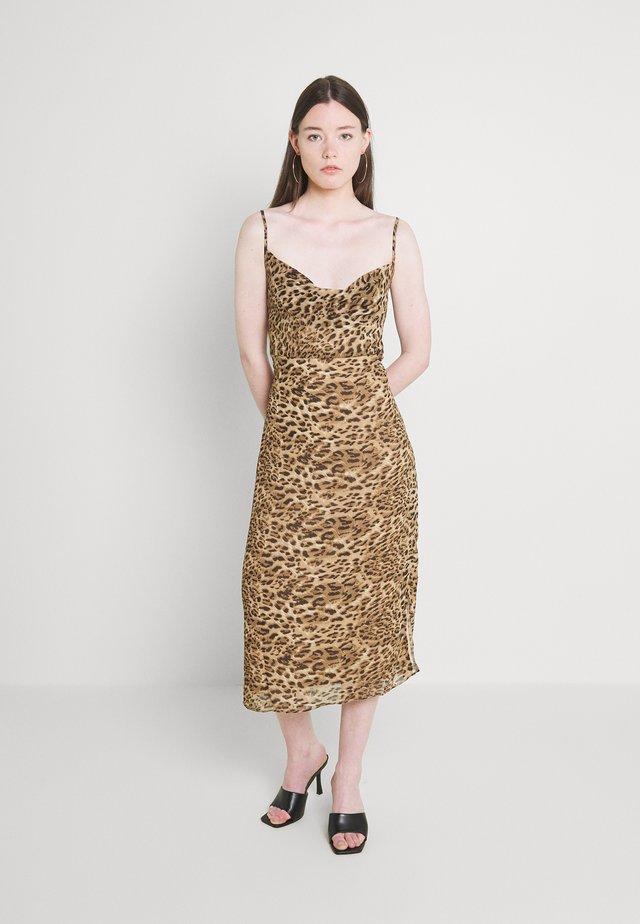 STRAPPY COWL MIDI DRESS - Robe d'été - brown