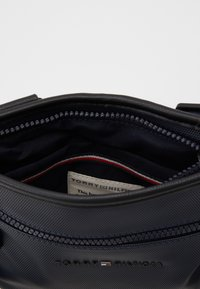Tommy Hilfiger - ESSENTIAL MINI CROSSOVER - Across body bag - blue - 2