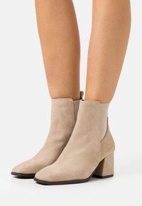 Vero Moda - VMESA BOOT - Classic ankle boots - beige - 0