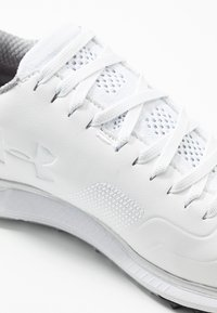 Under Armour - HOVR FADE - Scarpe da golf - white/beta/metallic silver - 5