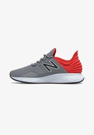 FRESH FOAM ROAV - Minimalist running shoes - white/team royal/black