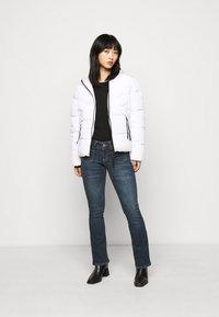 Vero Moda Petite - VMDINA - Široké džíny - dark blue denim - 1