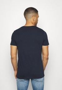 TOM TAILOR DENIM - T-shirt z nadrukiem - sky captain blue - 2