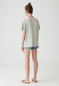PULL&BEAR - Basic T-shirt - light grey - 2