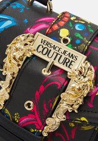 Versace Jeans Couture - BAROQUE HANDBAG - Handbag - nero - 4