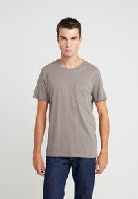 Club Monaco - WILLIAMS - T-shirt - bas - fossil beige - 0
