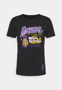 Mitchell & Ness - NBA LA LAKERS 16X WORLD CHAMPIONS TEE - Article de supporter - black - 5