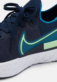 Nike Performance - REACT INFINITY RUN FK - Neutrala löparskor - college navy/cucumber calm/blue orbit/white - 5