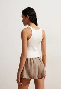 OYSHO - Shorts - brown - 3