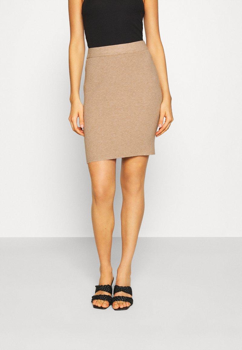 b.young - BYMALTO SHORT SKIRT - Mini skirt - golden sand