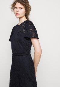 Lauren Ralph Lauren - GORDON STRETCH DRESS - Cocktail dress / Party dress - lighthouse navy - 3