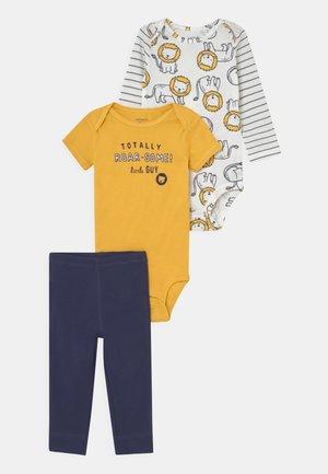 LION SET - T-shirt z nadrukiem - dark blue/yellow