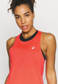 ASICS - RACE SLEEVELESS - Camiseta de deporte - flash coral - 4