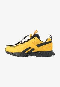 toxic yellow/cold grey