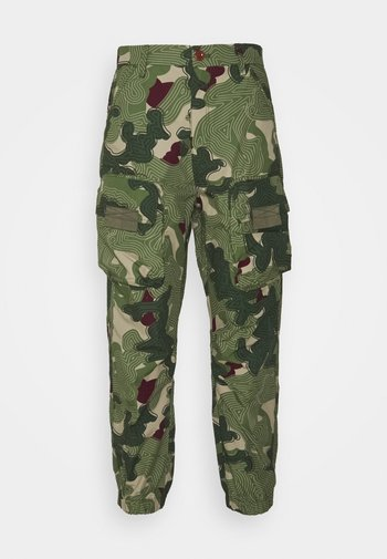 TAPERED PATCH POCKET PANT
