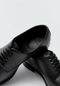 Massimo Dutti - Smart lace-ups - black - 4