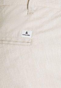 Jack & Jones - JJIDAVE - Shorts - white pepper - 2
