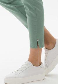 BRAX - STYLE SHAKIRA  - Jeans Skinny Fit - sage - 4