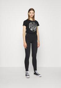 b.young - BXSEMONE TURN UP - Print T-shirt - black - 1