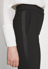 Victoria Victoria Beckham - SPLIT HEM TUXEDO TROUSER - Spodnie materiałowe - black - 5