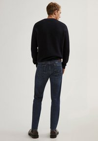 Massimo Dutti - STONE-WASHED IM SLIM-FIT - Slim fit jeans - blue - 2