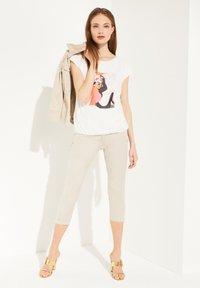 comma - Print T-shirt - white women print - 1