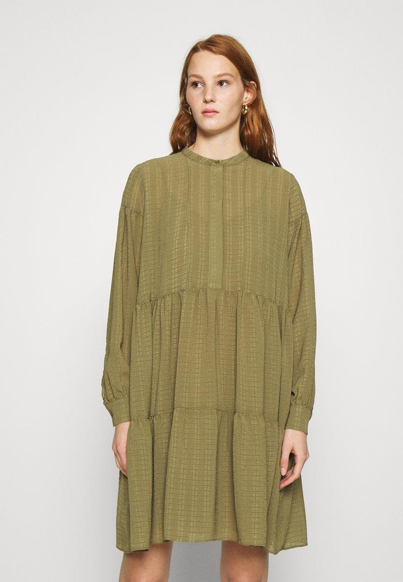 Samsøe Samsøe - MARGO SHIRT DRESS - Paitamekko - air khaki