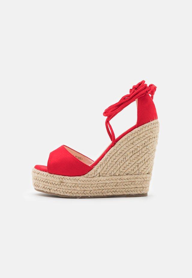 WIDE FIT MAREA - Sandály na vysokém podpatku - red