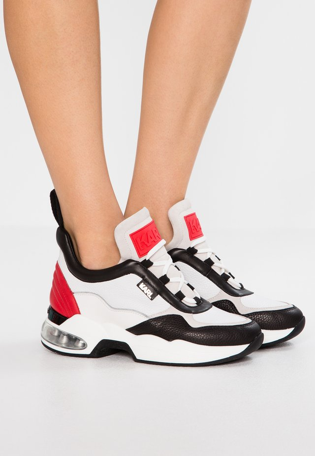 LAZARE MID - Trainers - white/red
