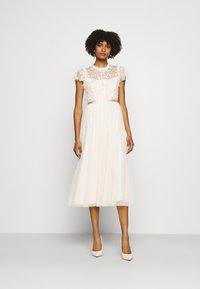 Needle & Thread - GISELLE BALLERINA DRESS EXCLUSIVE - Společenské šaty - champagne/pink - 1