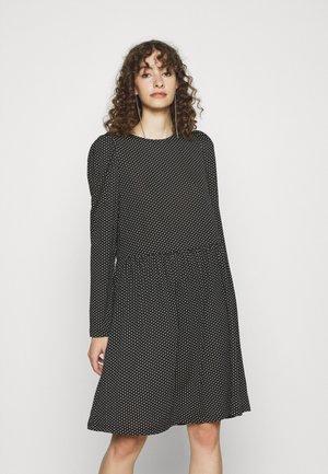 IHLENE - Sukienka z dżerseju - black