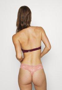 Gilly Hicks - CORE HALTER - Triangle bra - berry wine - 2