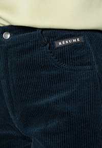 Résumé - GANILLA PANT - Relaxed fit jeans - navy - 4