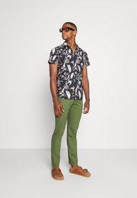 Springfield - PANT BEACH - Trousers - dark khaki - 1