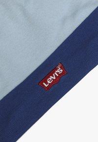 Levi's® - CLASSIC BATWING INFANT BABY SET - Dárky pro nejmenší - dream blue - 3