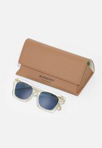 Burberry - UNISEX - Sluneční brýle - transparent yellow - 2