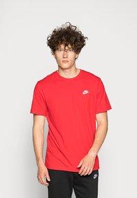 Nike Sportswear - CLUB TEE - T-paita - university red/white - 0