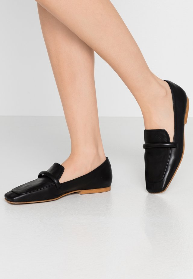 ZOE - Loaferit/pistokkaat - black star